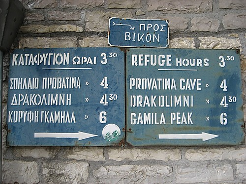 Sign for walking distances in hours towards the Astraka Refuge in Tymfi