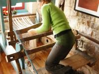 Adjusting the shaft frames and heddles of the loom