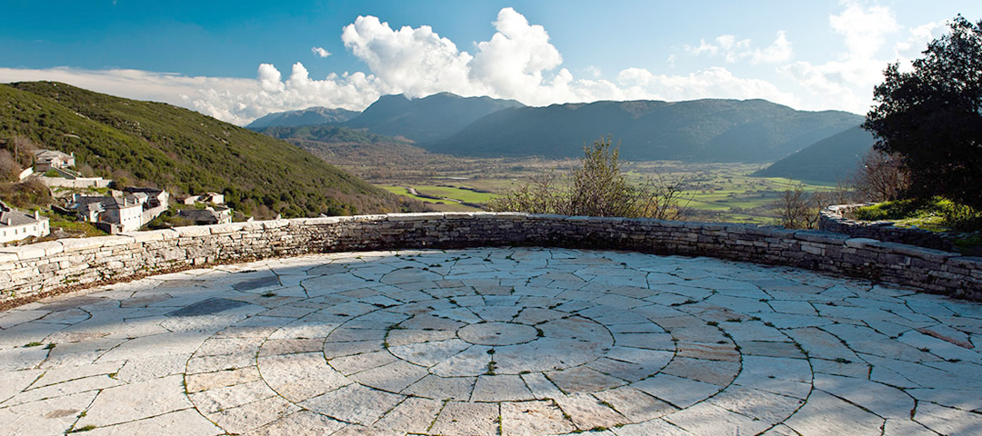 Monopatia Resort is a beautiful hotel in the traditional village of Ano Pedina in Central Zagori, 35 minutes away from the city of Ioannina in Epirus, Greece