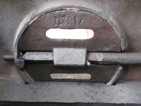 The brushed integrated flue damper of the cast iron stove