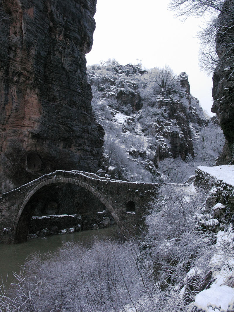 Kokkoris traditional arch stone bridge in Central Zagori between the villages of Dilofo, Kipi, Koukouli