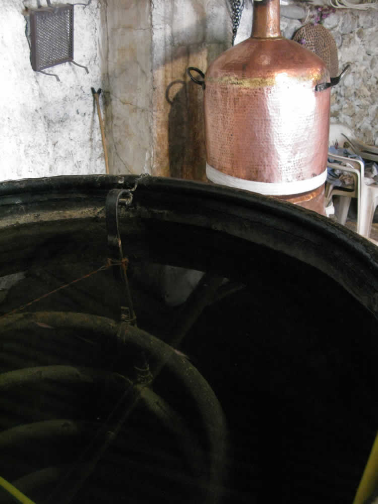 The water chills and condenses the vapors into the tsipouro