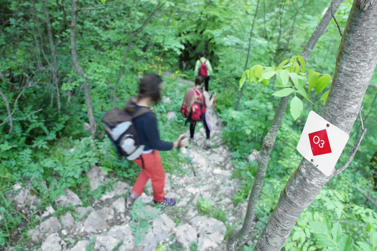 Walking along the O3 path in Vikos canyon