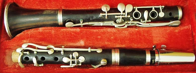 "Tassos Chalkias acquired his first clarinet from a drifting gypsy in exchange for 4 goats. The clarinet was made by the French company ""Buffet"" and was made of ebony and had silver keys"