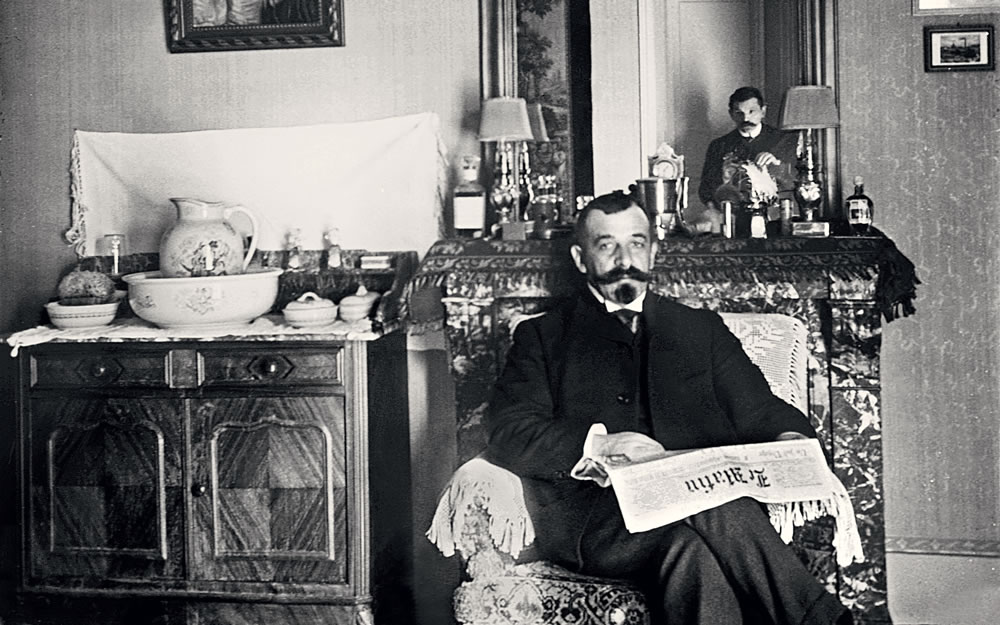 Paris: Sunday February 21, 1909, in the apartment of Nissim's brother, Maurice D. Levis. Nissim is visible in the mirror.