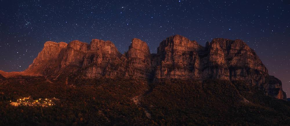 Mikro Papigo village under the imposing towers during a... star striken night | Alexandros Malapetsas
